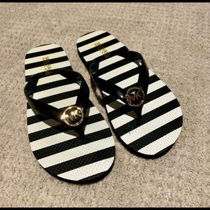 🆕 Michael Kors Striped Black Flip Flops NWOT